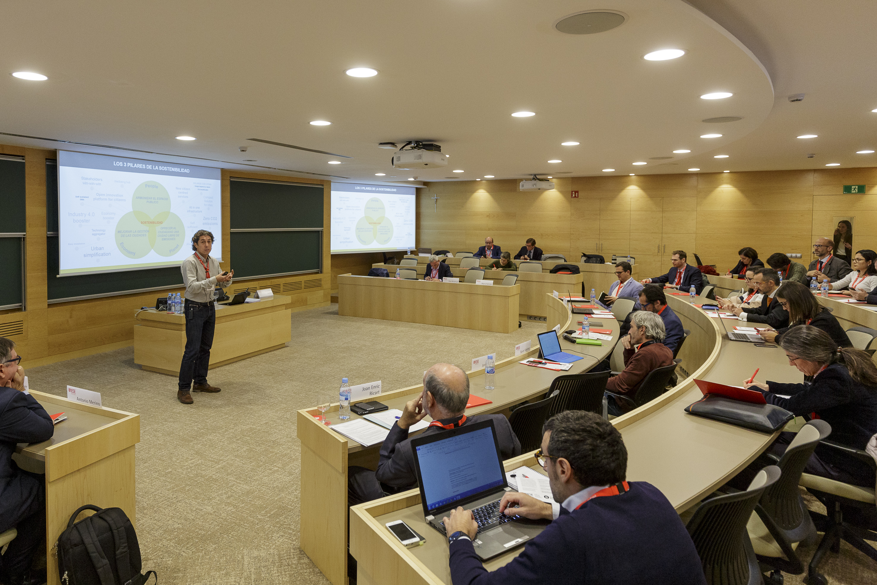 The prestigious business school IESE invites SIARQ to talk about smart solar solutions